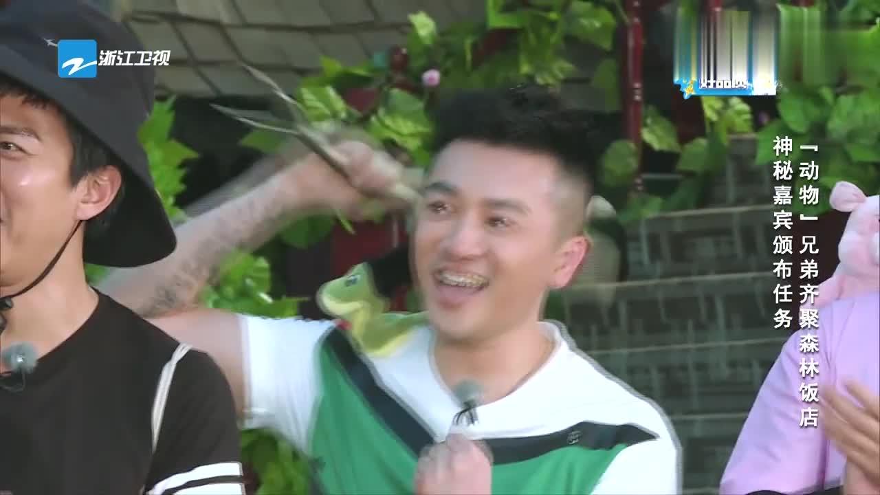 """姜超化身""""鸭大厨"""",发布任务收集食物,搞怪场面惹人笑"""