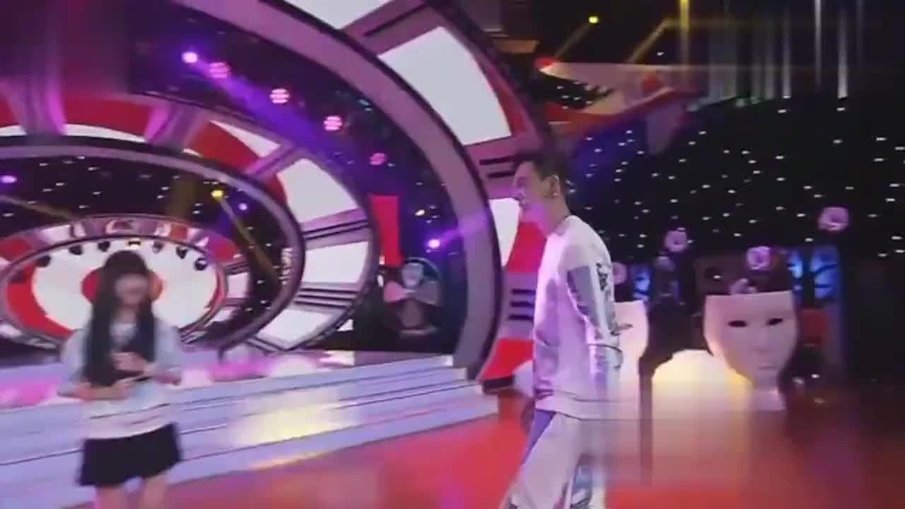 厉害了!陈伟霆跳《小苹果》也可以跳出国际范,舞技好就是不一样