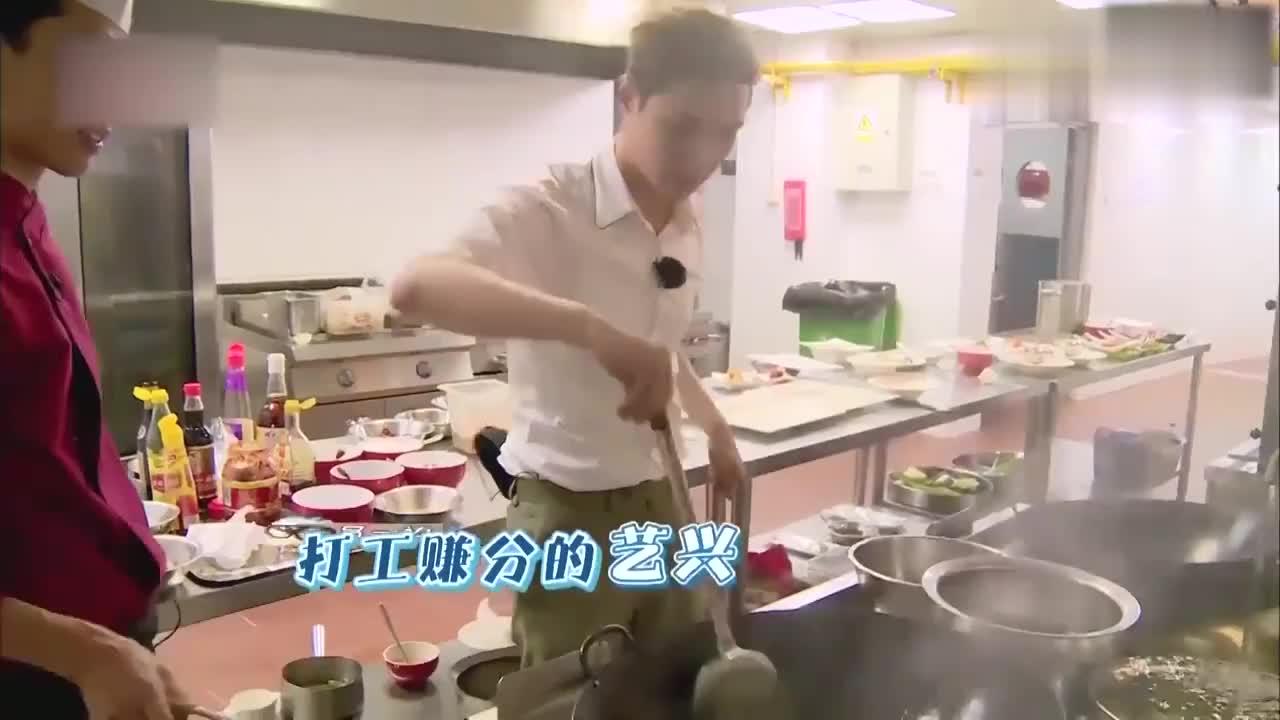 极限挑战:张艺兴化身新晋小厨,辣椒小炒肉惊艳男人帮,厉害