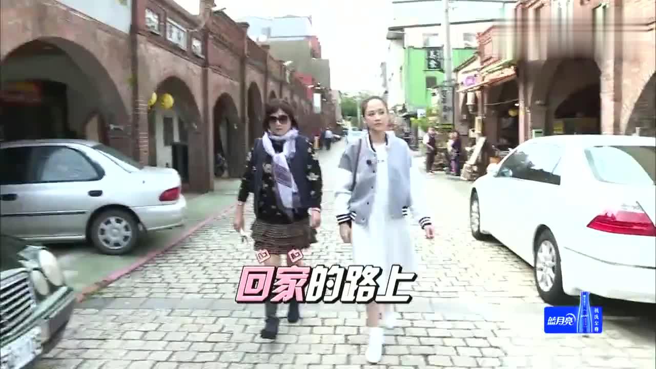 旋风孝子:陈乔恩主动与妈妈牵手,妈妈暗爽偷笑,画面好温馨
