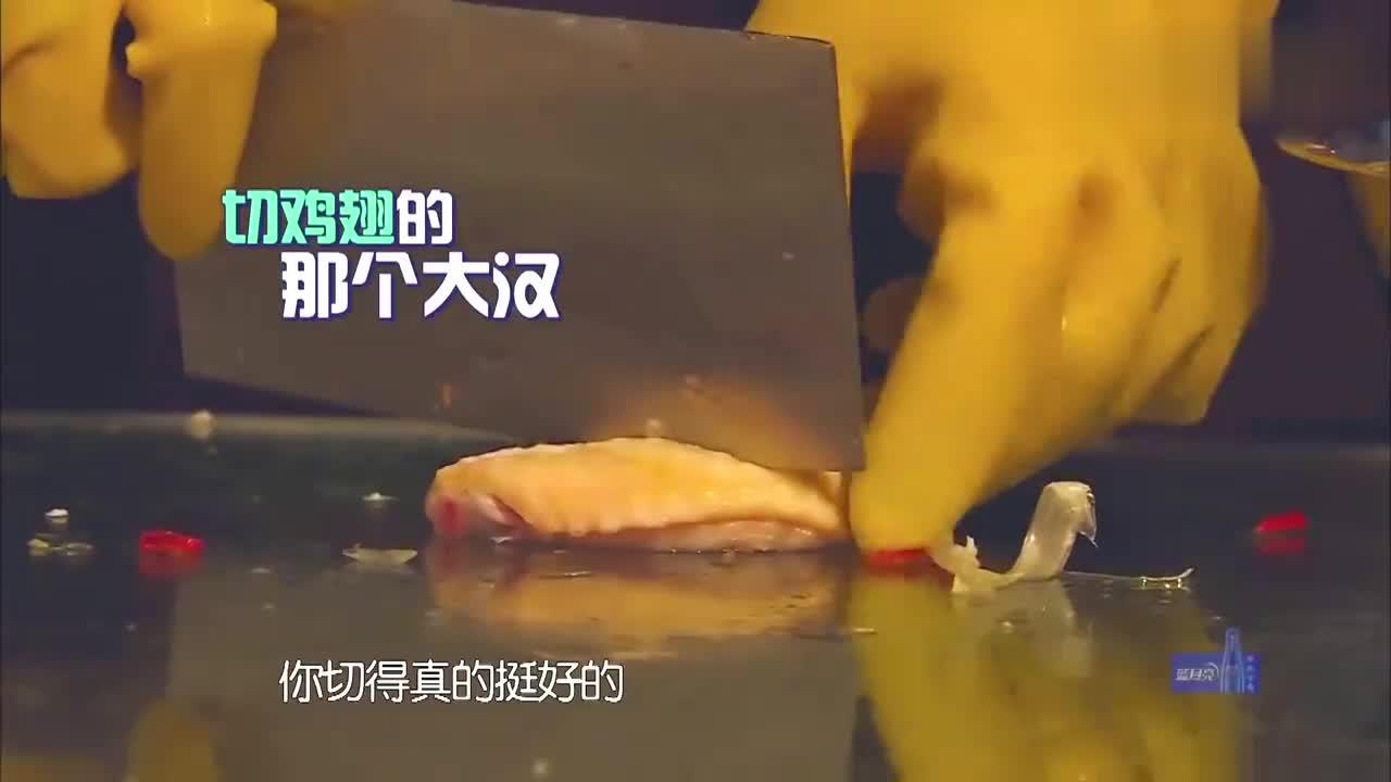 旋风孝子:黄晓明做饭,娴熟的动作让妈妈欣慰,这厨艺突飞猛进啊