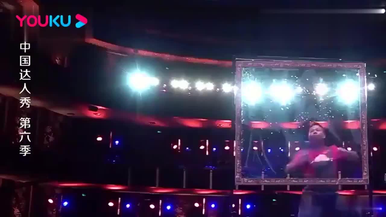 中国达人秀:农村小伙上场,还没做什么,全场观众起哄就让他下台
