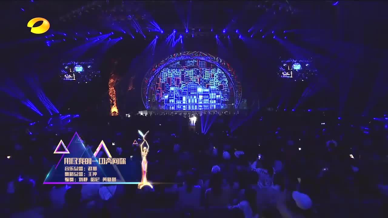 金鹰节杨紫周笔畅合唱歌曲,杨紫开口超惊艳,一点不输专业歌手