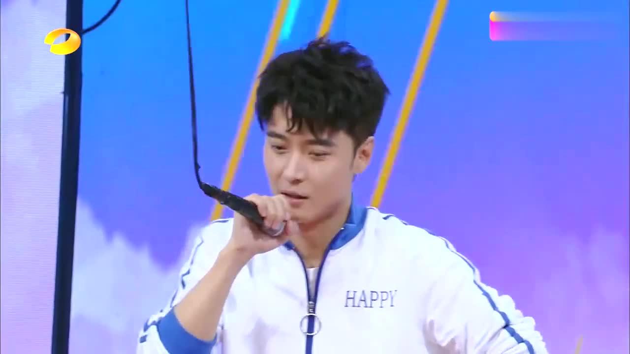 快本:韩庚秀恩爱,曝跟女友卢靖姗同游半个世界,何炅被吃狗粮!