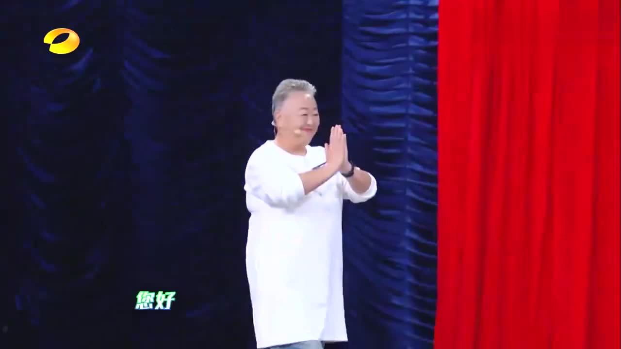 谢娜同68岁胖奶奶尬肚皮舞,俩人表情爆抢戏,杨迪海涛看醉了!
