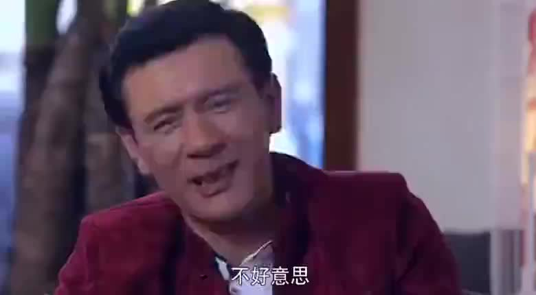 婚姻料理:闫妮带女儿吃饭,大叔向女儿示好送礼物,却遭女儿为难