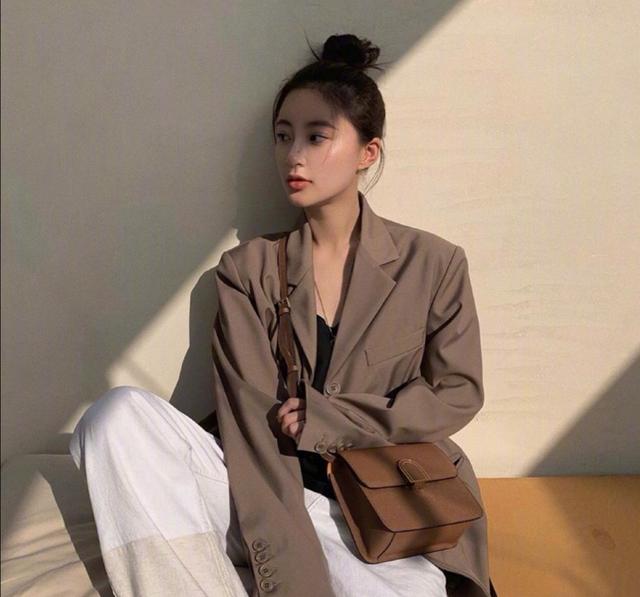 韩国模特宋智英慵懒风私服穿搭,日常简约不失时尚感,又甜又酷图2