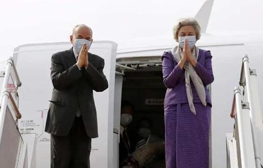 """83岁""""亚洲美后"""",柬埔寨太后到北京体检,一身紫色慈祥又端庄"""