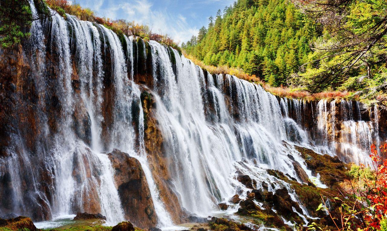 诺日朗瀑布是中国大型钙化瀑布之一,也是中国最宽的瀑布