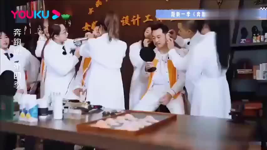 """跑男:三个男人一台戏,李晨化身""""牛妈妈"""",带闺女出街笑坏导演"""