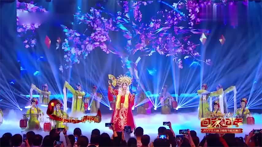 一首《梨花颂》引众人追忆梅葆玖,李玉刚女声献唱,这唱功太绝了