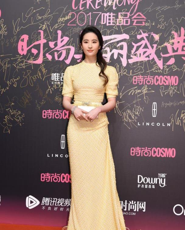 刘亦菲气质高级,穿黄色礼服设计元素不简单,身材好轻盈