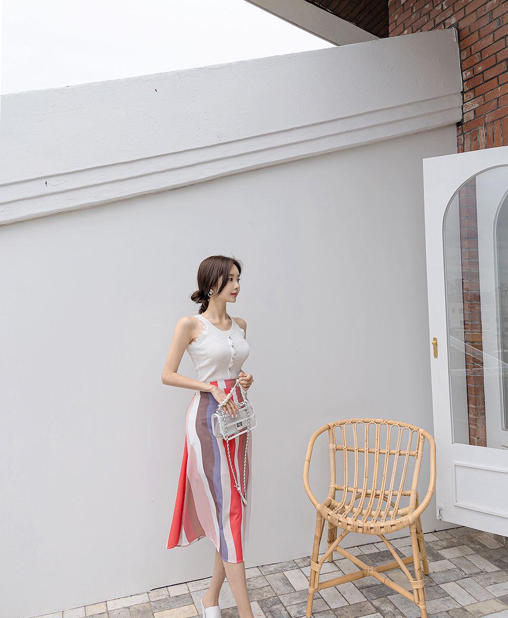 孙允珠高清美图:斑斓彩虹霓光粉系无袖休闲裙