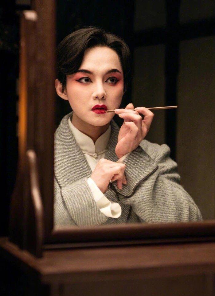 《鬓边不是海棠红》尹正扮相太美了,卸妆后却像个白面馒头