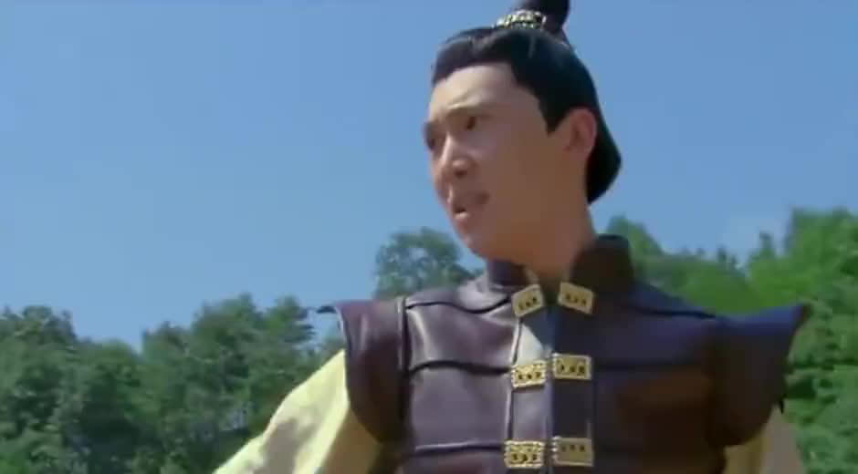 漫枫坠崖,建文公子出手相救,却为保护漫枫受伤