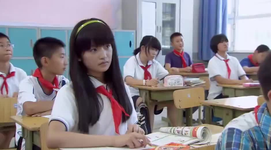 夜市人生:大小姐转学到自己班级,小姑娘看不惯,偷摸使坏抽她