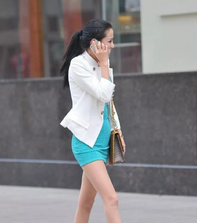 穿着包臀裙非常又气质的白领小姐姐