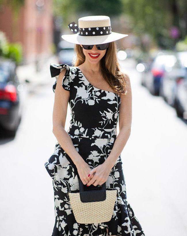 博主Alexandra Lapp街拍:H&M黑白印花单肩裙