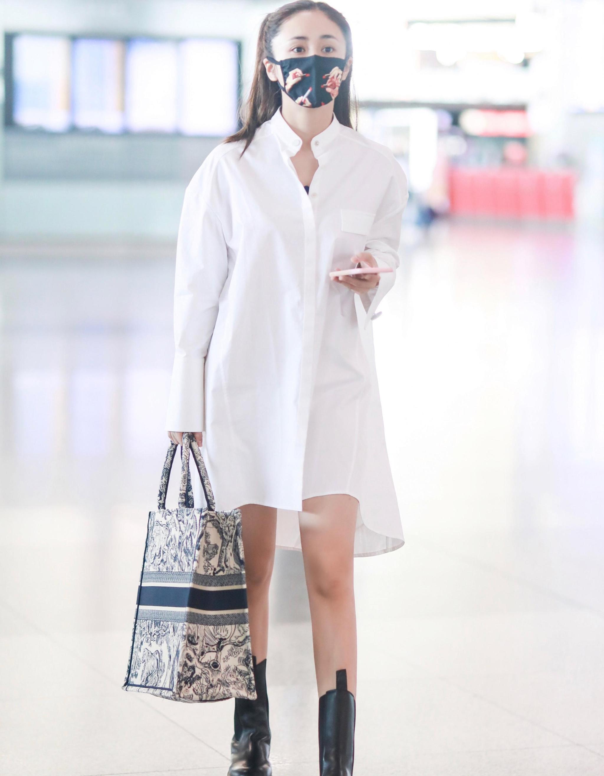 刘芸最新街拍 双马尾造型娇俏可爱女团范十足