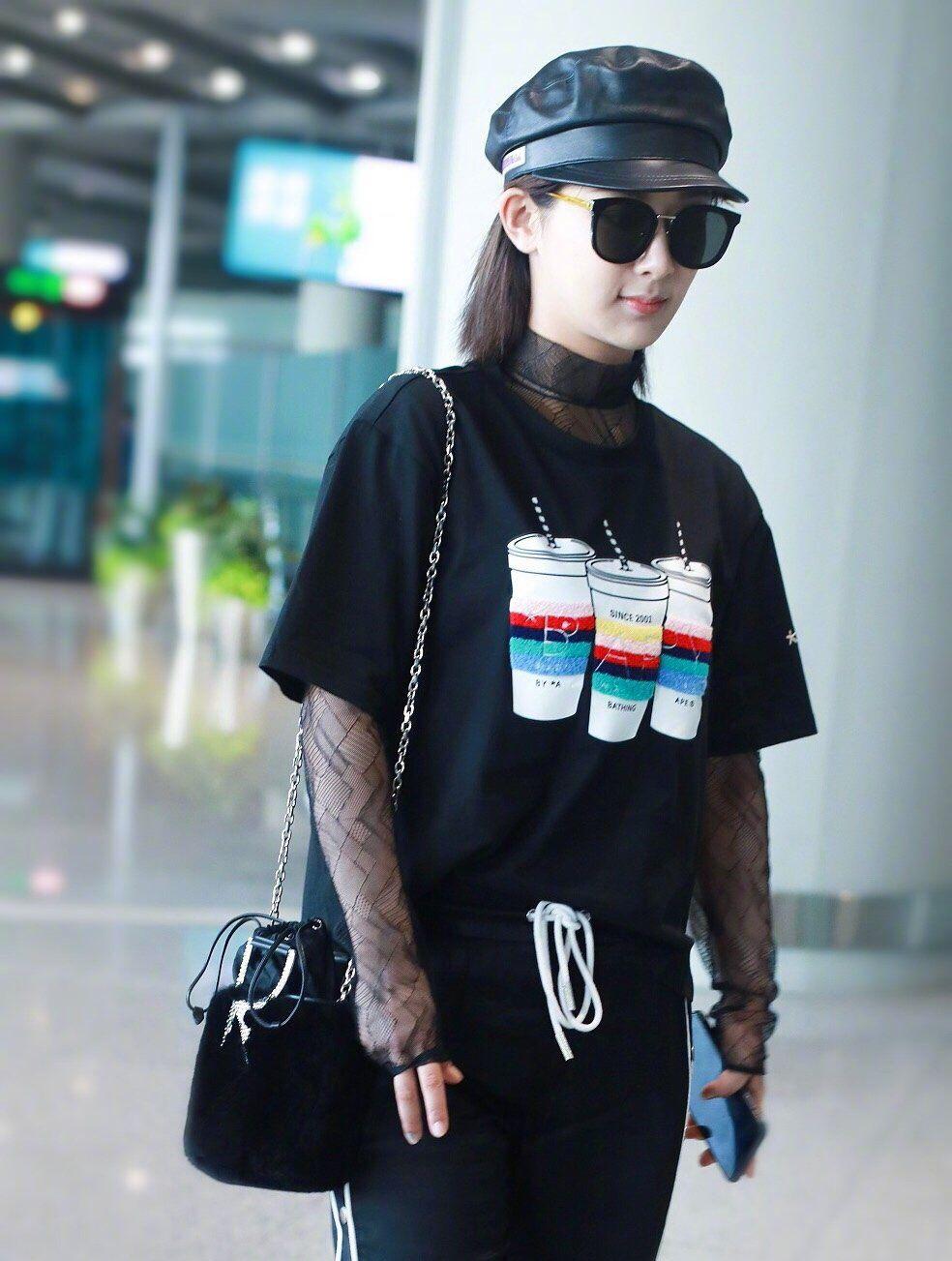 杨紫机场街拍,一身黑色酷感十足