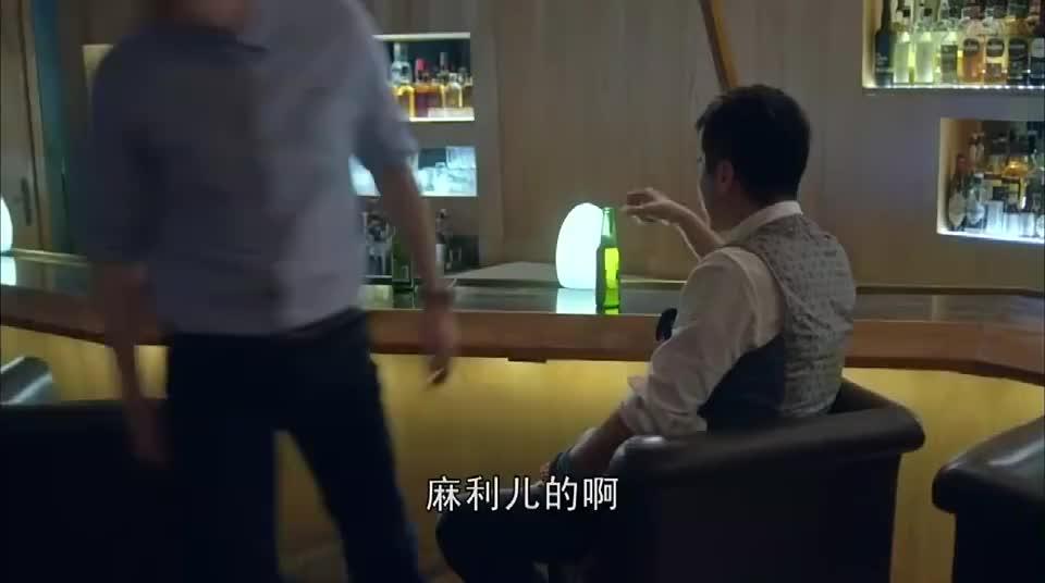 大好时光:王晓晨醉酒进入男厕所,一见胡歌就亲上,胡歌一脸懵