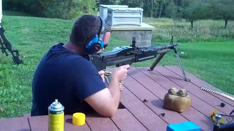 彪悍的M60通用机枪,射击声音都这么与众不同!