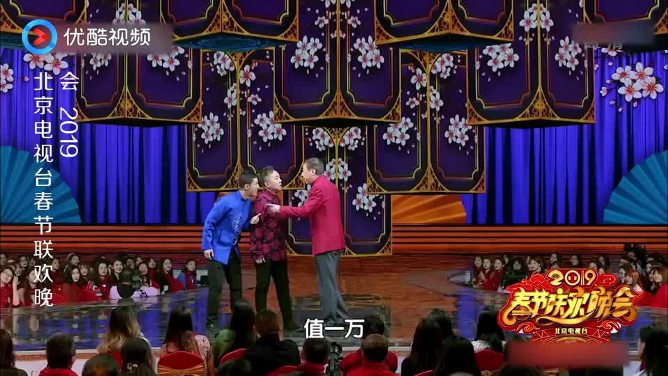 冯巩贾旭明上演爆笑小品,包袱段子满天飞,台下美女嘉宾笑疯了!
