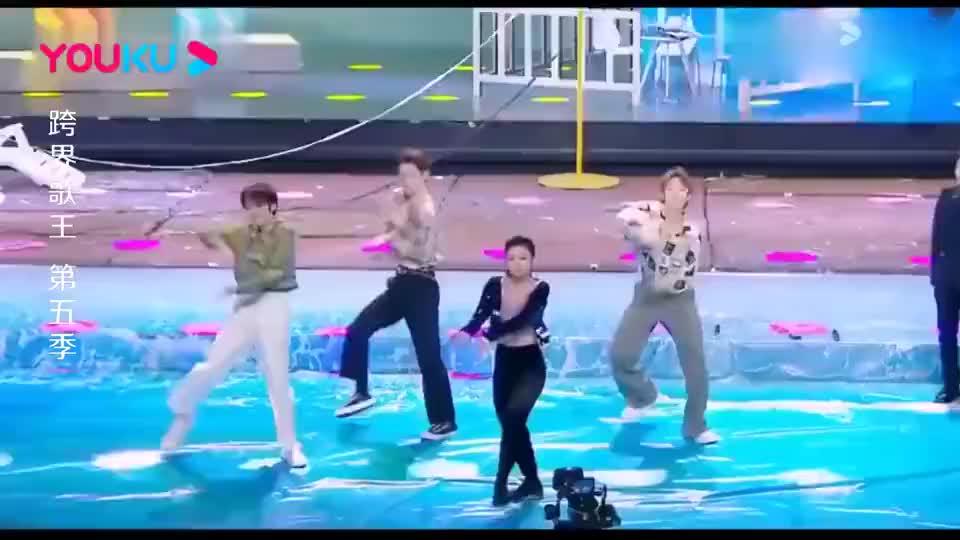 李小萌和ONER同台跳舞,太燃了,刘涛夸赞:真是特别飒