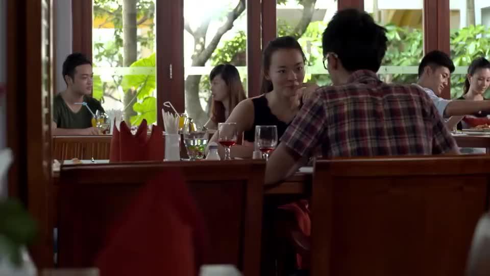两兄弟为美女空姐争风吃醋,在饭桌上就开始对抗,这是红颜祸水啊