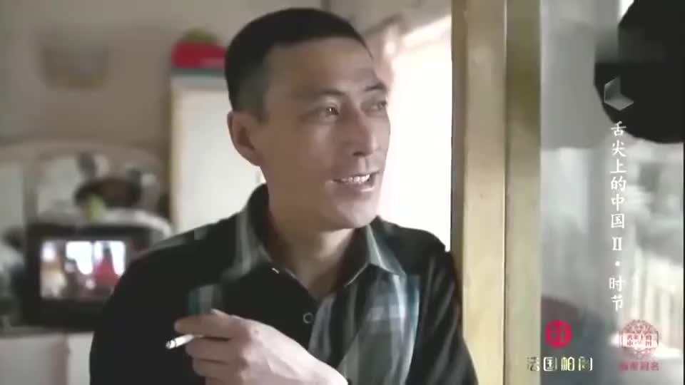 舌尖上的中国:铁锅炖鱼,放上冻豆腐一起炖,增鲜又美味!