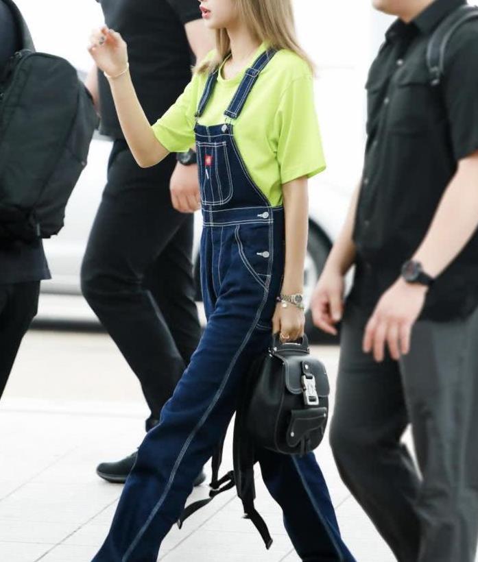 身材好还会穿衣,品Lisa穿搭,活力少女和酷女孩风格自如切换