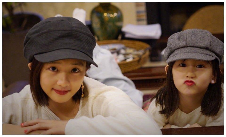 陆毅更博晒生日照,12岁贝儿美出新高度,大家却关注旁边的小女儿