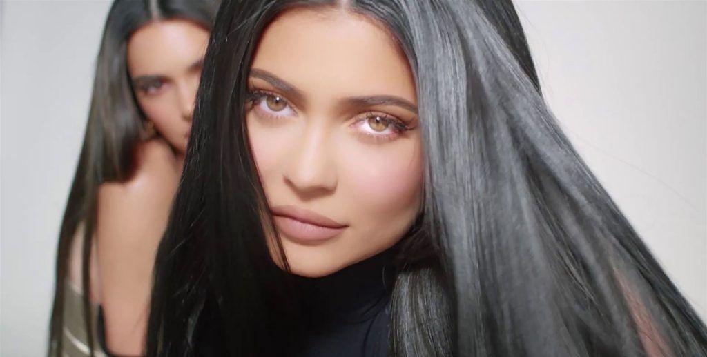 肯德尔(Kendall)和凯莉(Kylie Jenner)展示他们的新化妆品系