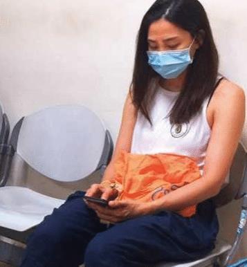 42岁洪小铃现身医院,素颜憔悴肤色黝黑,曾因放羊的星星大火!