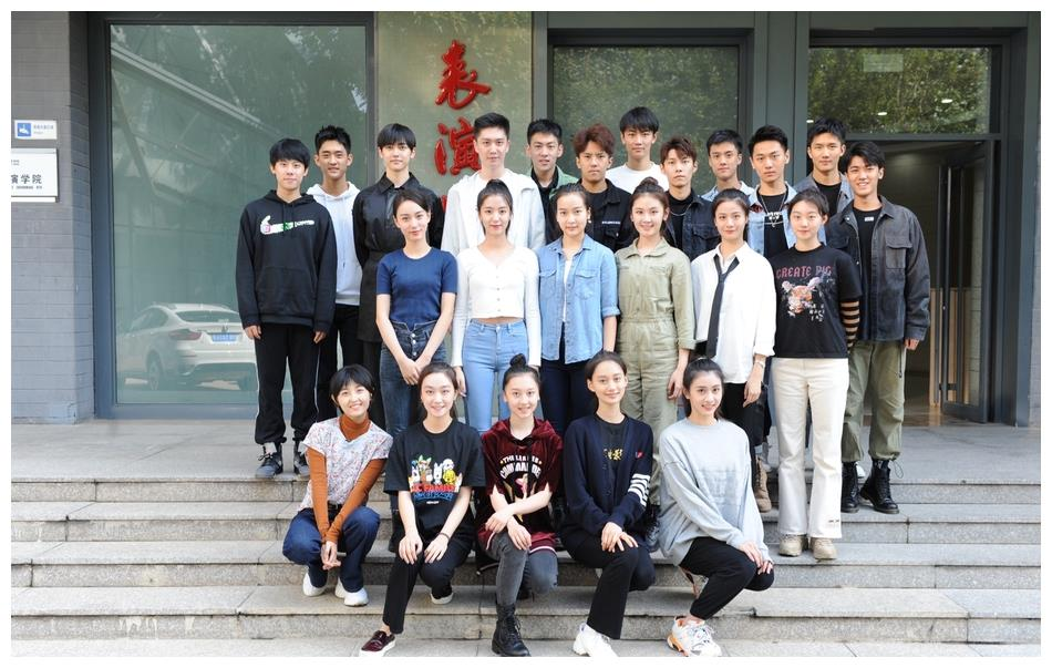 北电20级表演实验班官方合照曝光,张子枫、夏梦都在其中
