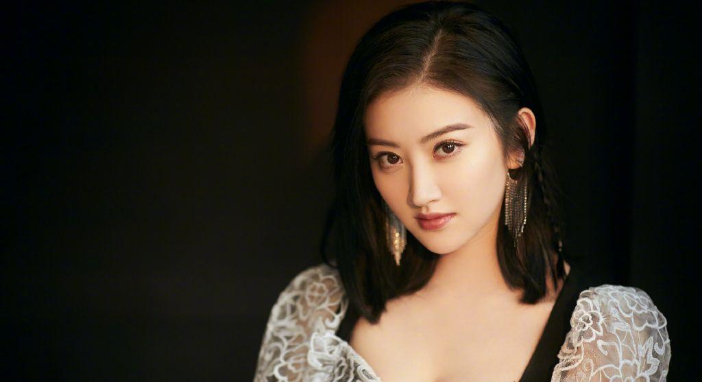 景甜美貌、清纯,高挑的身材,鹅蛋型的脸庞,你喜欢她吗?