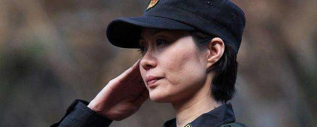 """她是中国""""最美""""武警,大校军衔,曾拒百万年薪,最后嫁给一保安"""