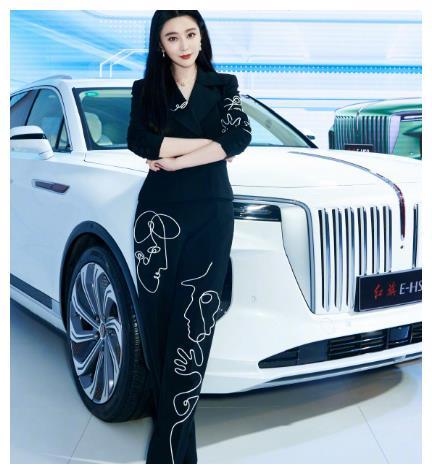范冰冰现身车展成车模,摆各种姿势非常专业,自曝正在筹备电影