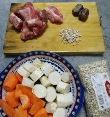 美食推荐:淮山薏米红萝卜猪骨汤