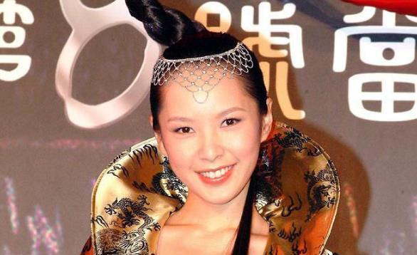 《第8号当铺》女主阿精,恋爱经验很丰富,闪婚远嫁韩国至今无子