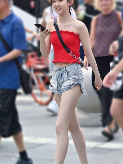 街拍美图:魅力十足的小姐姐,清凉的穿搭,走在街上回头率满满!