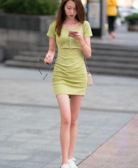 街拍美图:时尚大气的街头小姐姐,品味的穿搭,散发出性感魅力!