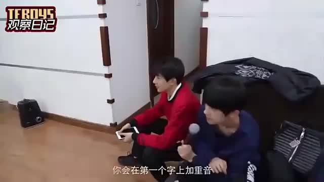 王俊凯强迫症上线话筒线很乱要弄整齐才开始排练,千玺王源无奈