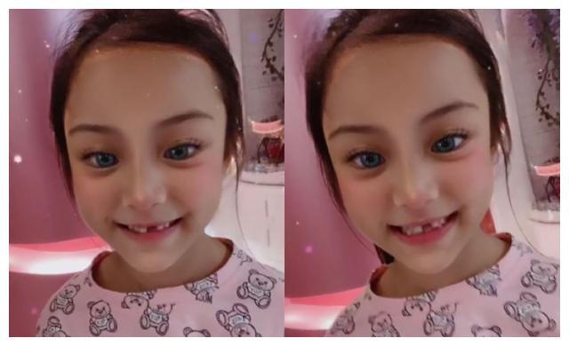 李小璐晒8岁甜馨豁牙照,小脸尖下巴似芭比娃娃,母女互动太有爱