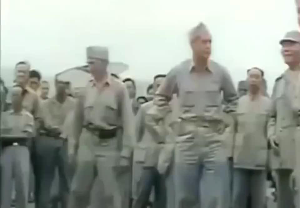 1945年宋美龄访美归国,老蒋亲自迎接