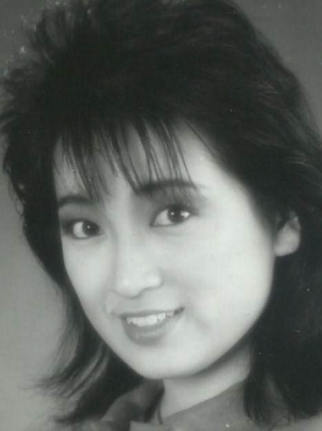 龚慈恩:红极一时的香港女星,一代人的梦中情人
