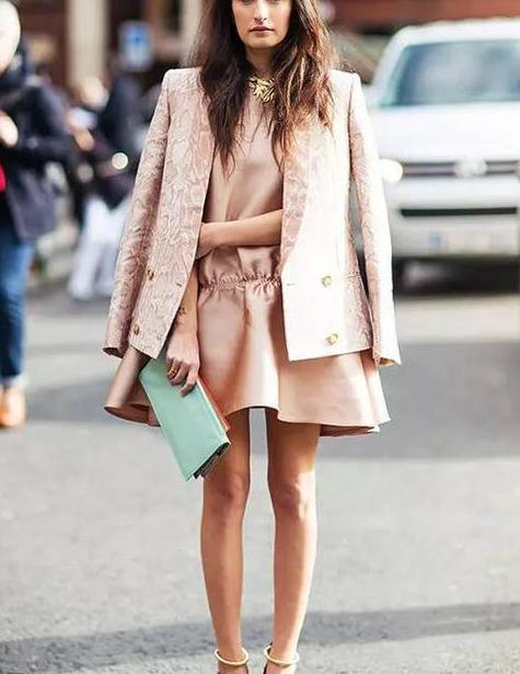 小个MM穿港味短款外套,做时髦高挑女神