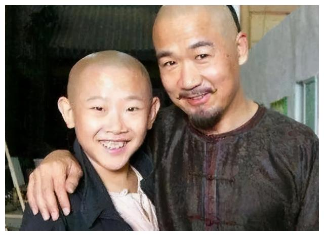 """""""不老童星""""侯祥,出道17年只演小孩,身高158娇妻美如花"""