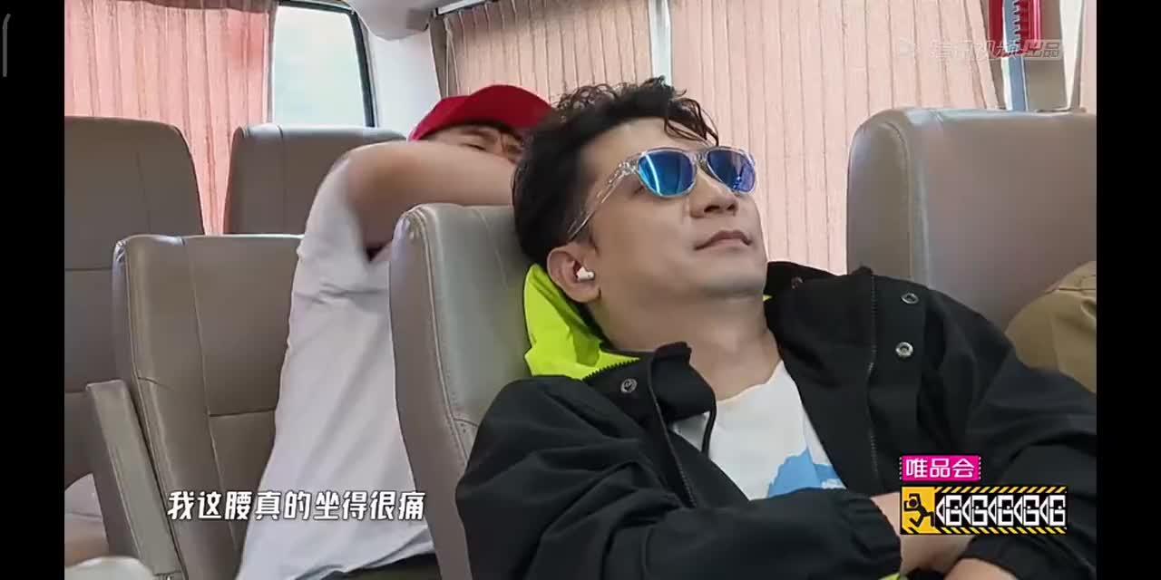 邓超质疑节目组没有底线 鹿晗陈赫吃大餐满嘴流油