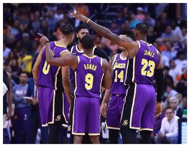 詹姆斯已经生涯连续第17年在各种高阶数据上霸榜,同时的场均得分、篮板